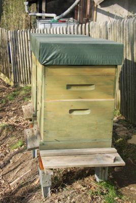 Dadantbeute mit Honigräumen