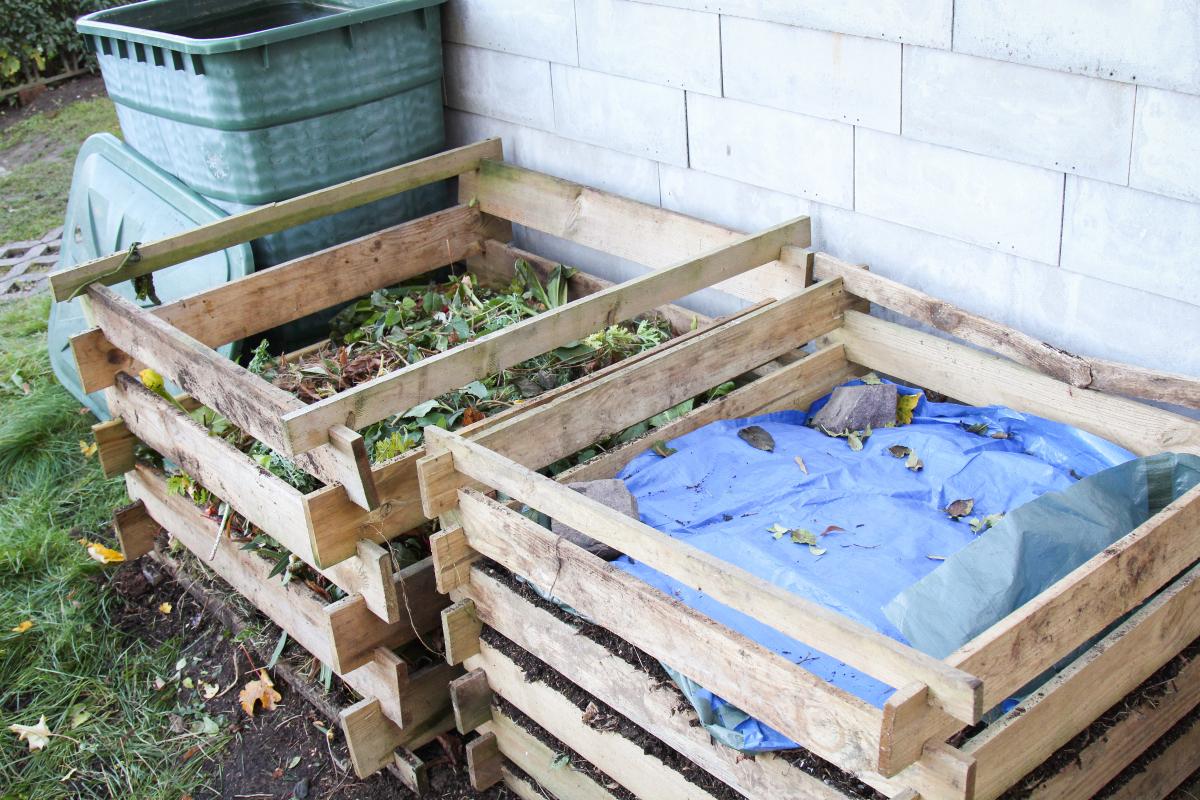kompost im herbst umsetzen und abdecken majas pflanzenblog. Black Bedroom Furniture Sets. Home Design Ideas